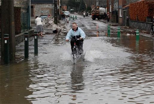 Regenval doet waterpeil Waalse rivieren weer stijgen