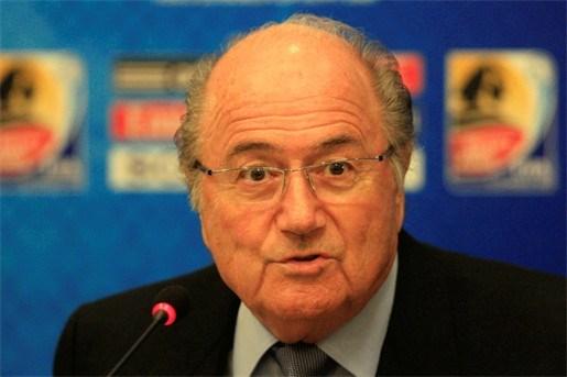 Amerikaans sportjournalist aast op voorzittersstoel Sepp Blatter