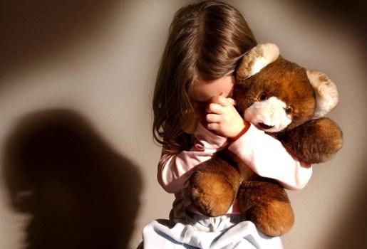 Ouders geven kind aan wegens spijbelen en belanden zelf achter de tralies