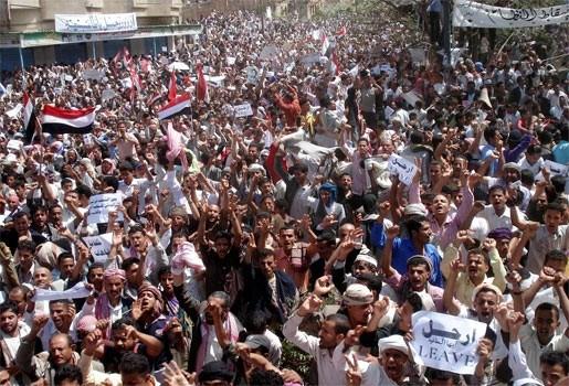 Granaat gegooid naar betogers in Jemen, 2 doden