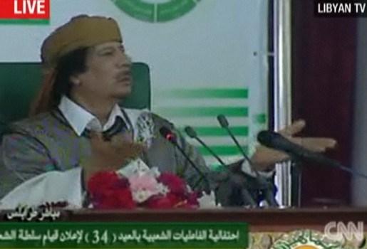 Wereldvreemde Kadhafi opnieuw op staatstelevisie