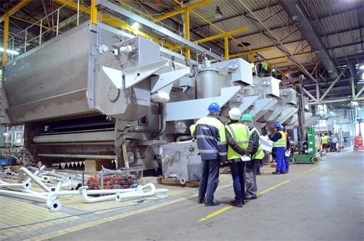 Nieuwe machine reinigt 120.000 Jupiler-flesjes per uur