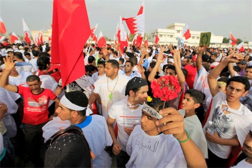 Tienduizenden betogers voor paleis koning Bahrein