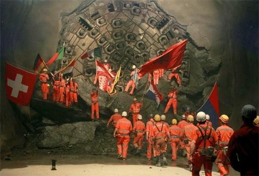 Graafwerken voor spoorlijnen door Gotthard Tunnel afgerond
