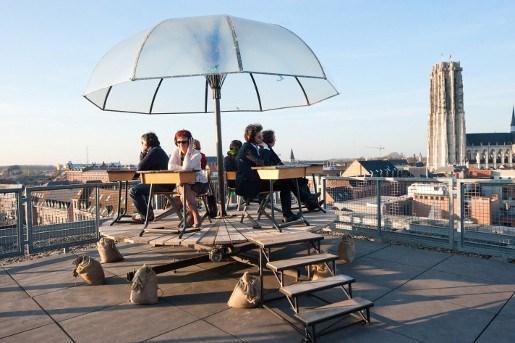 Verhalen beluisteren op dak van Lamot
