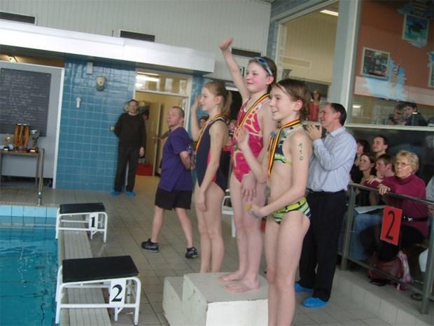 Jongeren H.Hartschool overheersen interscholenzwemwedstrijd