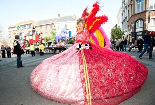 Jaarlijkse carnavalsstoet trekt kleurrijk lint door Mechelen