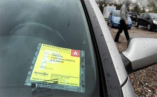 Parkeren met kaart achter voorruit verdwijnt