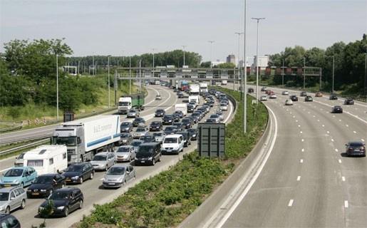 Druk verkeer rond Antwerpen en Gent naar de kust