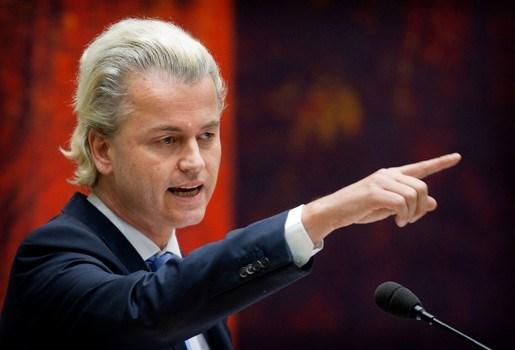 """""""Brulboei"""" Karel Kanits noemt WIlders een """"geblondeerde Führer"""""""