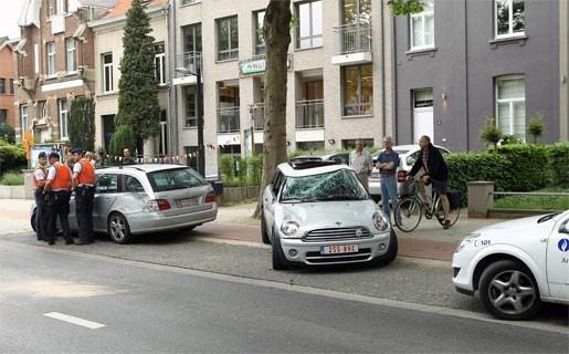 Jonge bestuurster zwaargewond na ongeval op Veltwijcklaan