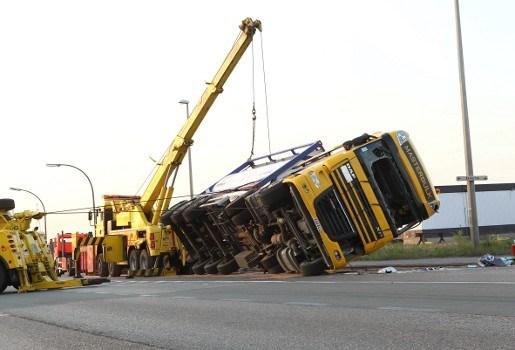 Vrachtwagens botsen bij mislukt inhaalmanoeuvre