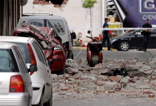 Geen 10 maar 8 doden bij zware aardbeving in Spanje