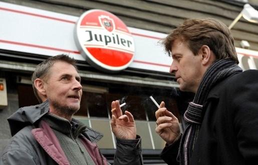 Een op de vijf cafébazen wil rookverbod niet respecteren