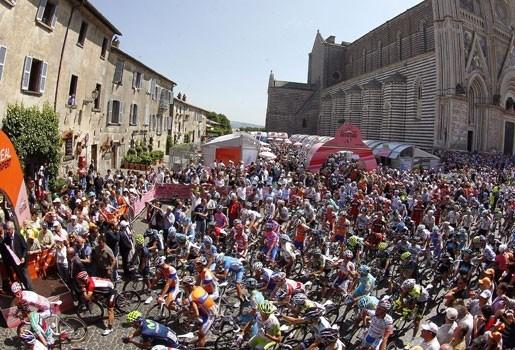 Ventoso wint 6e Giro-etappe na massasprint: Weening blijft leider