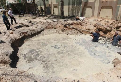 Drie doden bij Navo-luchtaanvallen op wooncomplex Kadhafi
