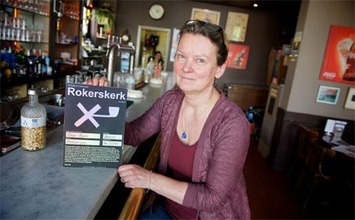 'Asbisschop' doopt café Den Beer om tot 'rokerskerk'
