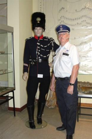 Politie-inspecteur Leo Buts exposeert verzameling politiekledij