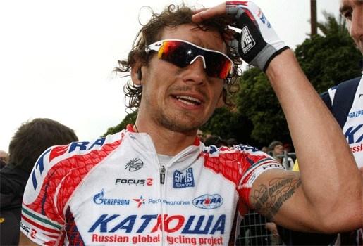 Filippo Pozzato maakt pijnlijke val van trap