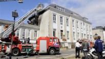 Dak van school in Sint-Lambrechts-Woluwe vat vuur