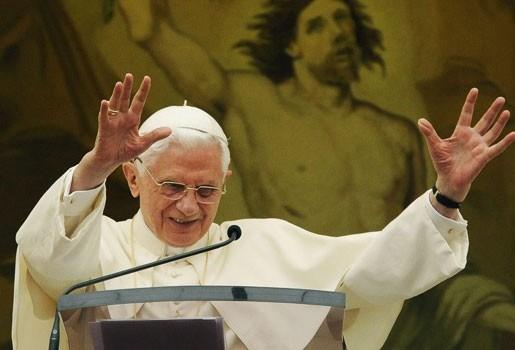 """Paus: """"Hele generatie is er niet in geslaagd geloof door te geven"""""""