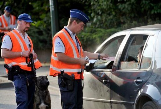 Zware jongens rijden in op politiecontrole E313