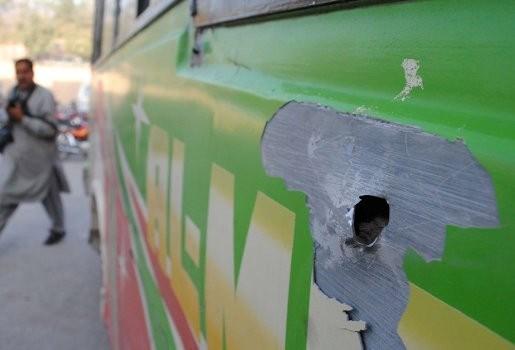 Dertien doden bij aanval op bus met sjiitische moslims in Pakistan