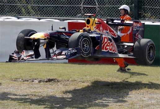 Sebastian Vettel knalt tegen Japans muurtje