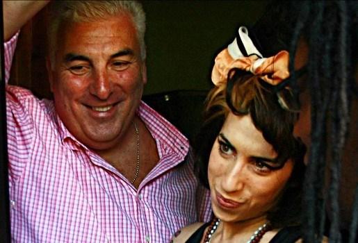 Vader van Amy Winehouse publiceert boek in zomer 2012