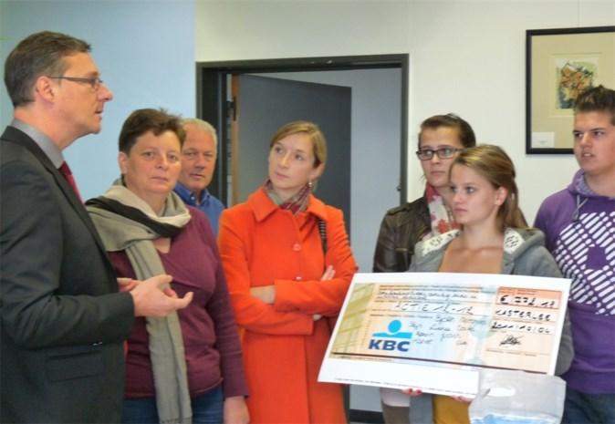 Leerlingen Kogeka en gemeentebestuur steunen 12-12