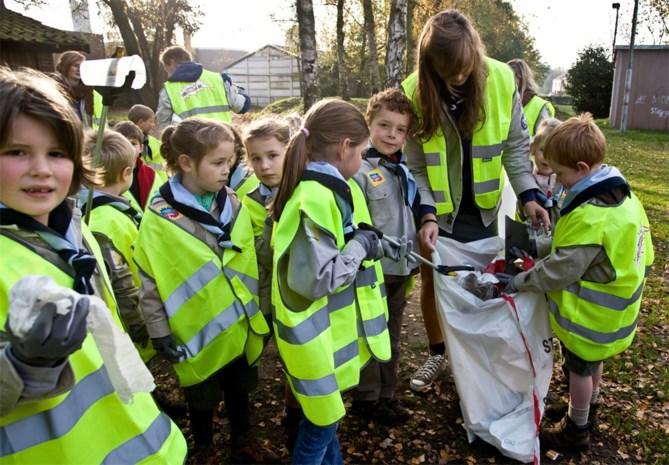 Scouts ruimen Schorvoort op