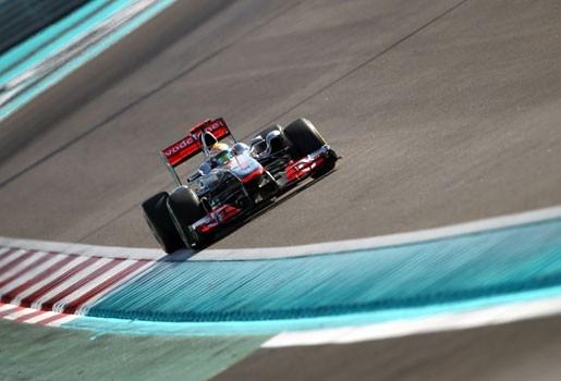 Hamilton wint GP Abu Dhabi, Vettel valt uit in 1e ronde