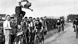 Wilrijk anno 1932: Renners genieten van verkoeling