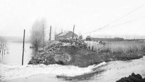 Wintam anno 1953:  Rupeldijk begeeft het