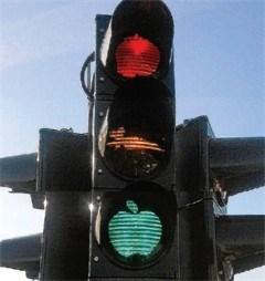 Politie lacht niet met fruitige verkeerslichten