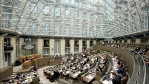 Vlaams parlement viert 40 jaar, maar politici sturen hun kat