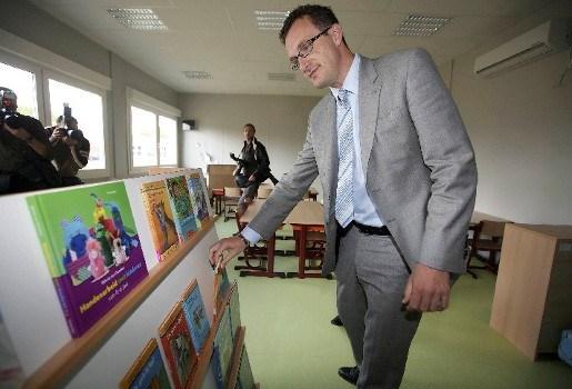 Smet wil Nederlandse leerkrachten naar Vlaanderen halen