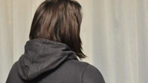 Meisje van 17 ontvoerd en verkracht