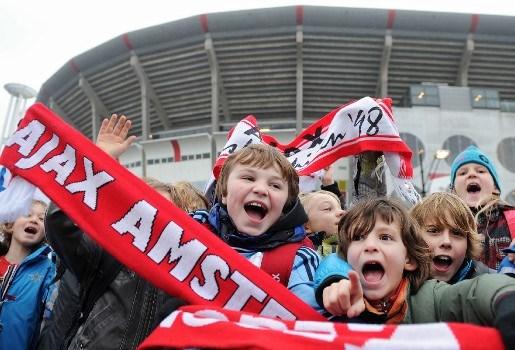 AZ wint in Amsterdamse ArenA vol kinderen