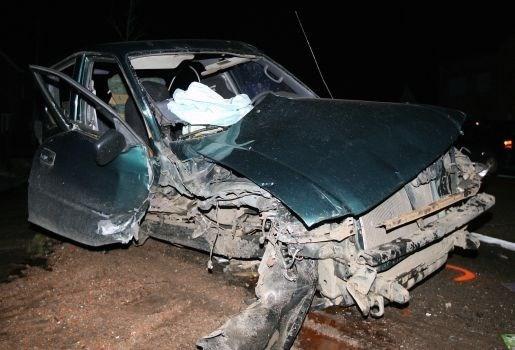 Chauffeur zwaargewond na klap tegen trekker in Geel