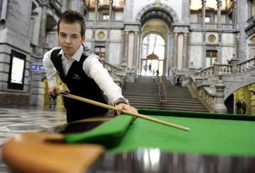 Luca Brecel maakt in Peer eerste officiële 147-break