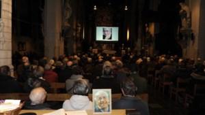 Honderden mensen nemen afscheid van Phil Bosmans