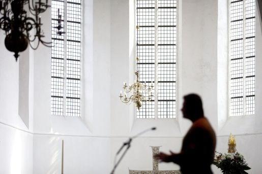 Nederlandse Kamer wil verder onderzoek naar misbruik in Kerk