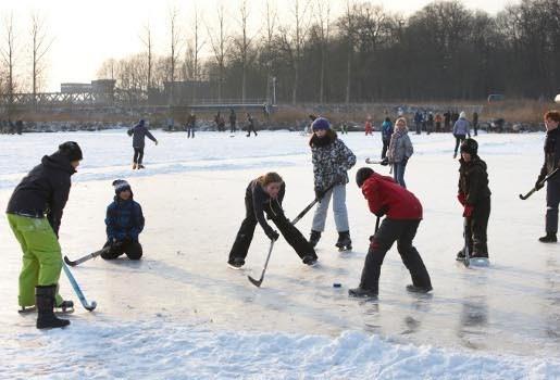 IJshockey op wachtbekken Oostberg