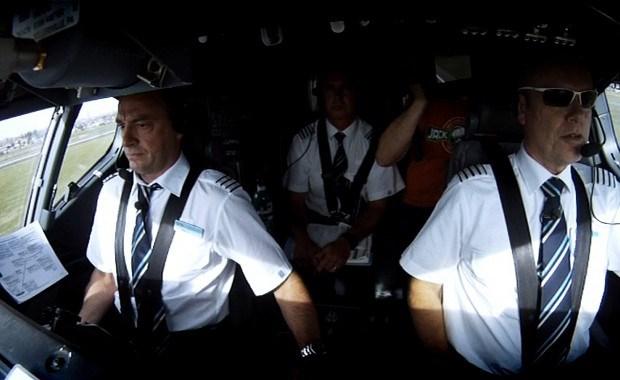 """Crevits over vliegstunt Tom Waes: """"Regels moeten gevolgd worden"""""""