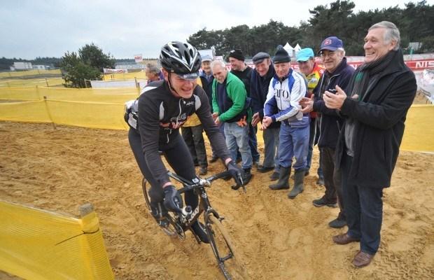 Organisatoren van GvA-veldrit passen zandbak aan voor meer wielerplezier
