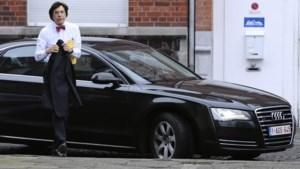 Niet alle ministers besparen op eigen bedrijfswagen