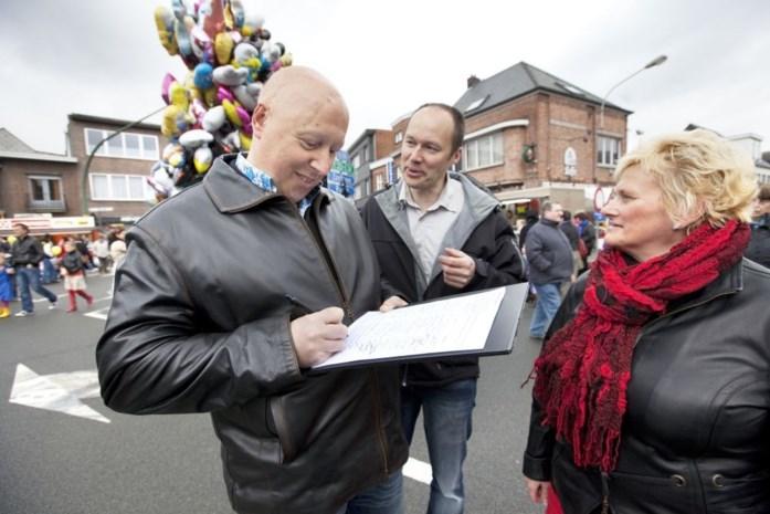 Bezoekers jaarmarkt tekenen petitie tegen IJzeren Rijn