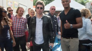 Vincent Kompany vergezelt Noel Gallagher op Werchter
