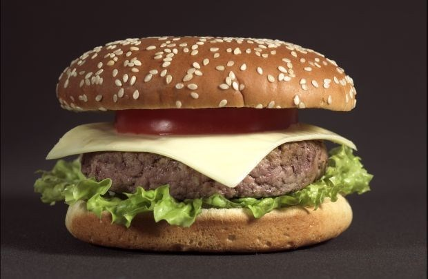 Canadees eet 15 hamburgers in 10 minuten
